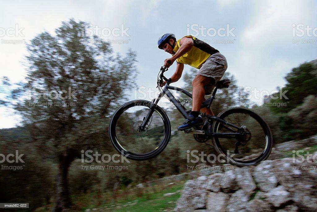 Männliche auf mountain bike Lizenzfreies stock-foto