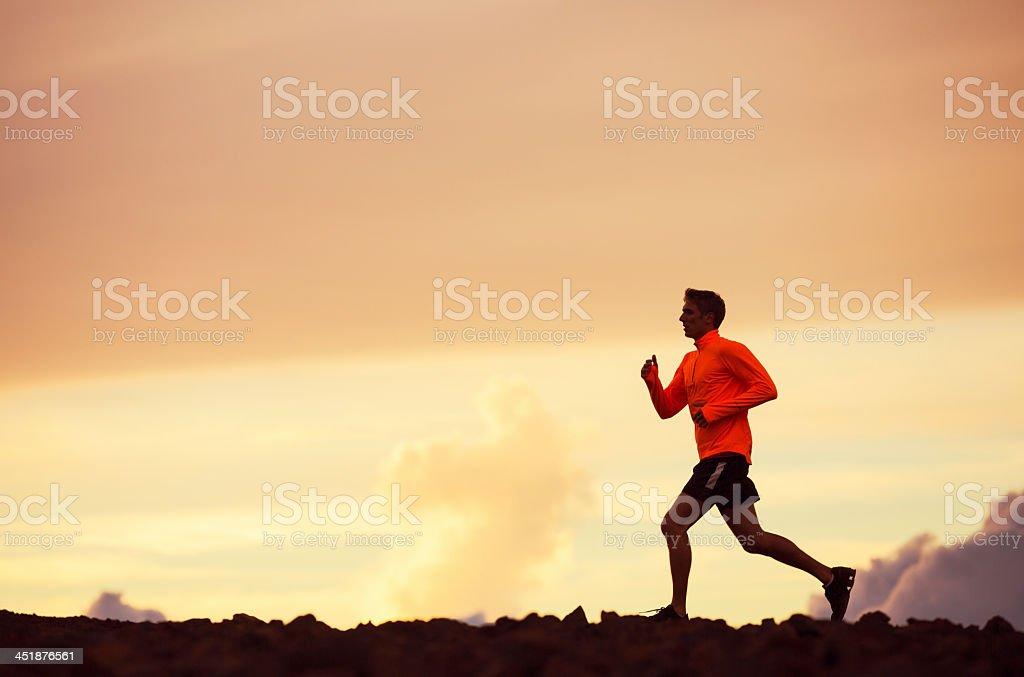 Hombre de corredor corriendo Silueta, en la puesta de sol - Foto de stock de Adulto libre de derechos