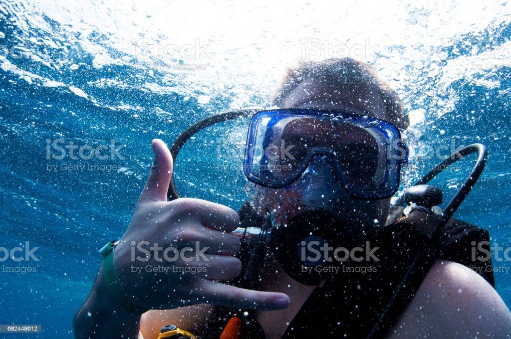 male scuba diver at surface giving shakra hand signal awesome chakra foto de stock libre de derechos