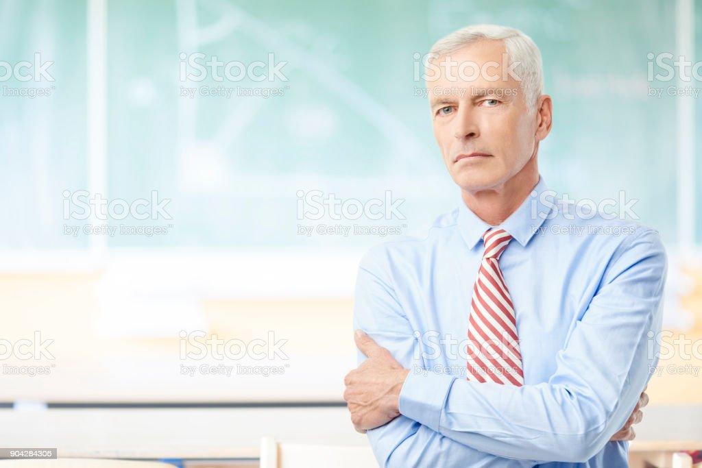 Enseignant de sexe masculin à l'école - Photo