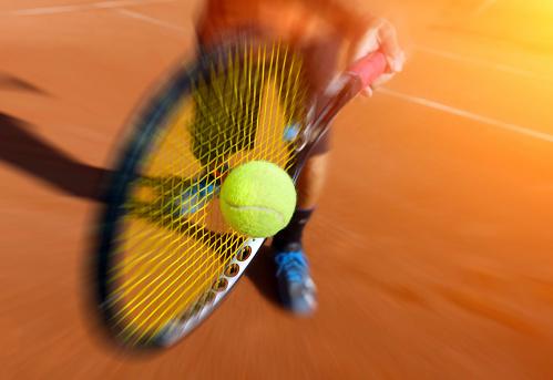 Männliche Tennisspieler In Aktion Stockfoto und mehr Bilder von Aktivitäten und Sport
