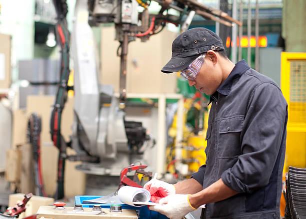 Industrial Ingenieur in Fabrik – Foto