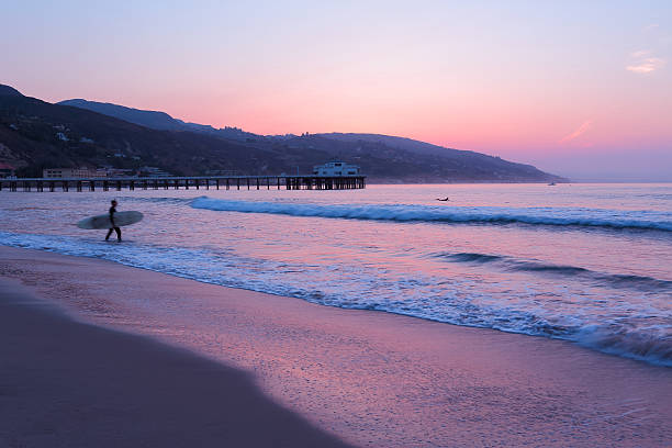 malibu: pier sonnenaufgang - venice beach in kalifornien stock-fotos und bilder