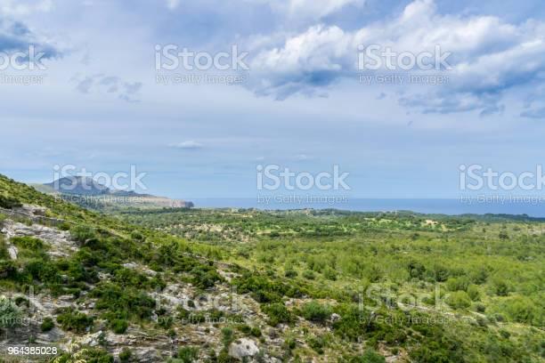 Foto de Mallorca No Litoral Do Nordeste Do Mar Mediterrâneo De Montanha e mais fotos de stock de Andando
