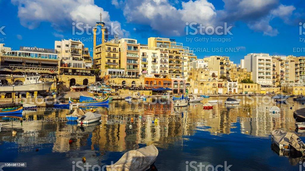 Malta Spinola Bay Schone Bucht Mit Restaurants Und Hotels Im