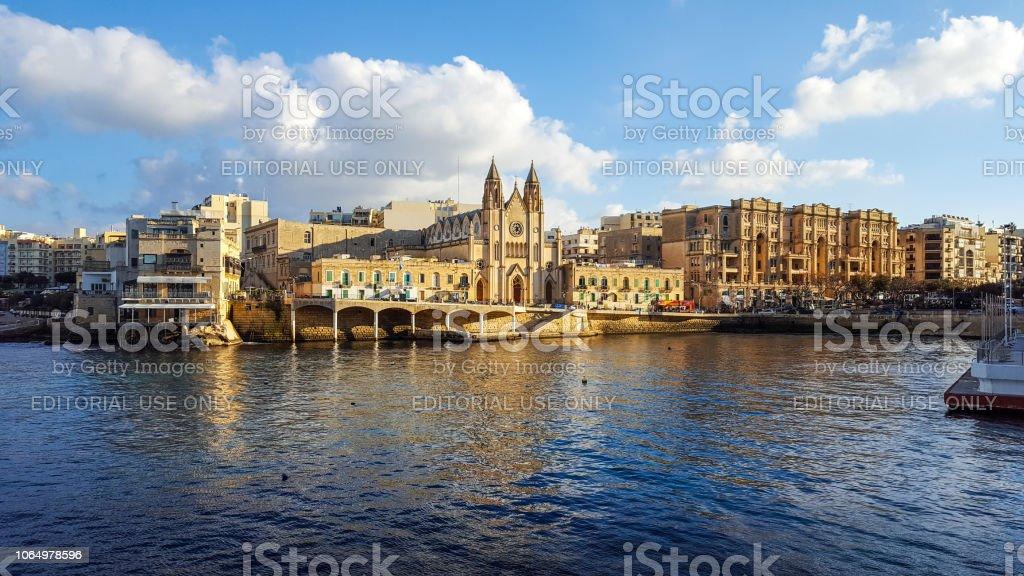 Malta St Julians Bay Schone Bucht Mit Restaurants Und Hotels Im