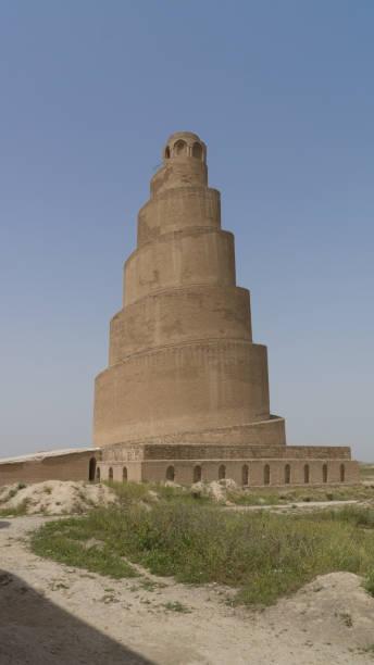 malwiya tower in samarra, irak - minaret stockfoto's en -beelden