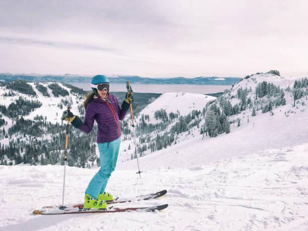 mamas skitag - lake tahoe winter stock-fotos und bilder