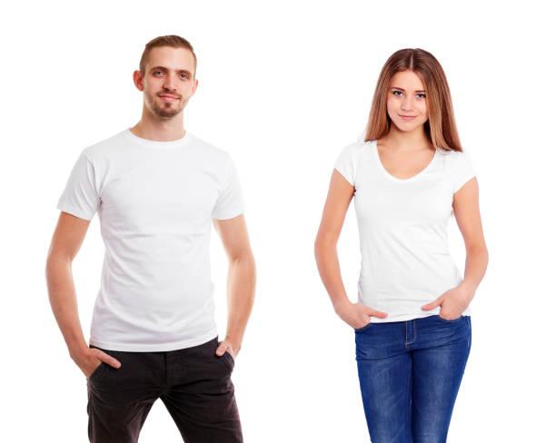 Hombre de una mujer en la camiseta blanca en blanco, aislada en fondo blanco - foto de stock