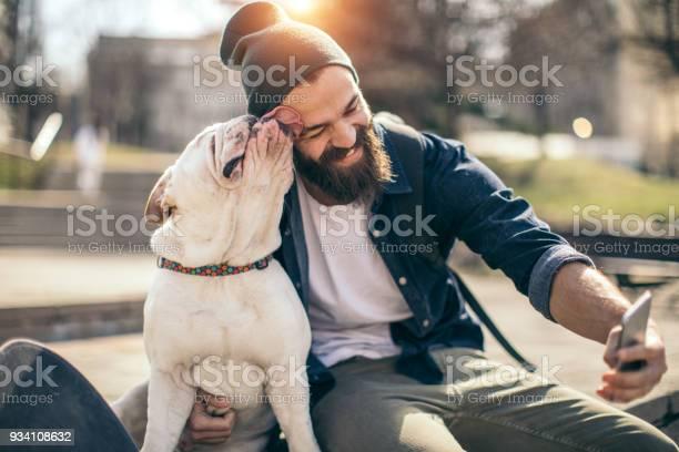 Mensch Und Hund Im Park Stockfoto und mehr Bilder von 20-24 Jahre