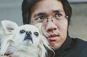 男性と彼の犬、ドラマティックな効果