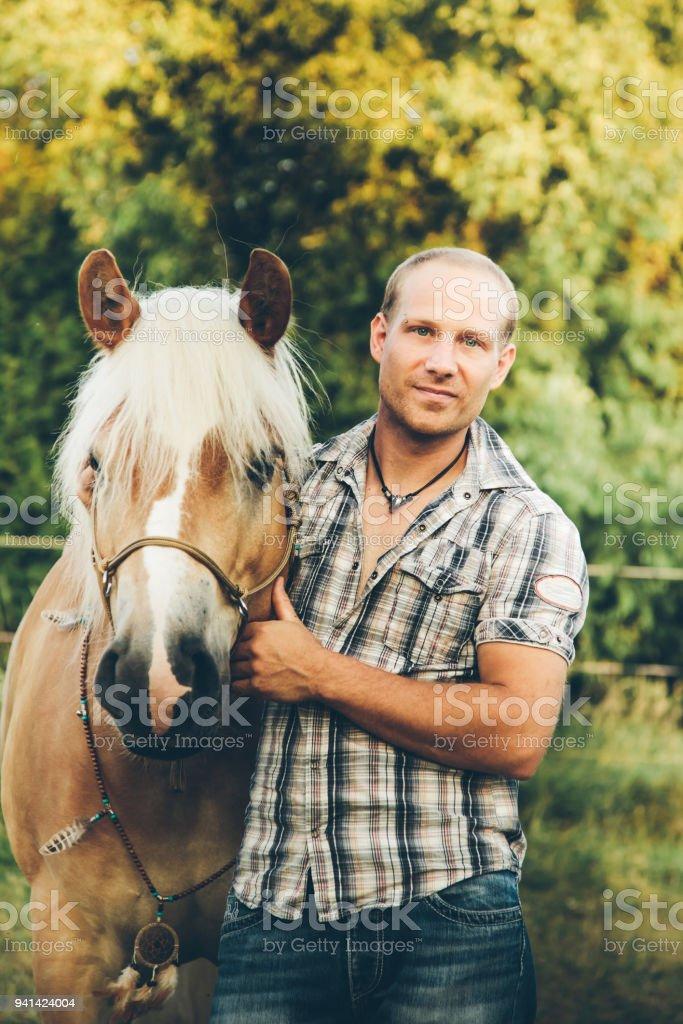 Mensch und Pferd – Foto