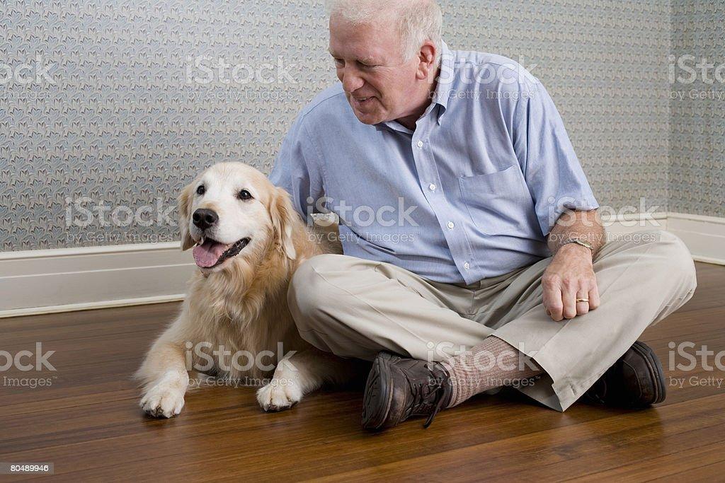 Homem e labrador foto de stock royalty-free