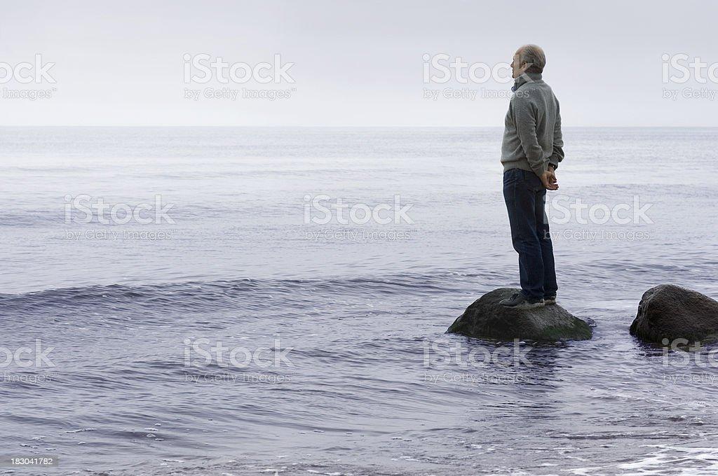Mann und Meerblick - Lizenzfrei Abgeschiedenheit Stock-Foto