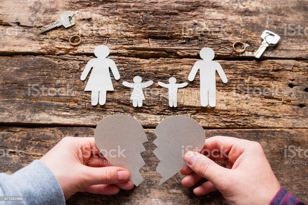 Mann und Frau und gebrochenes Herz Konzept Scheidung – Foto