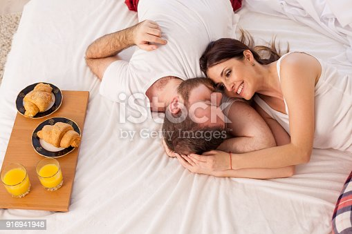 istock man and woman breakfast in bed 916941948