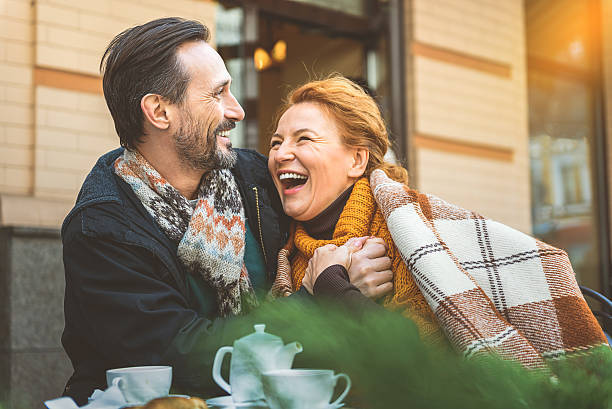 Man and woman dating in cafe - foto stock