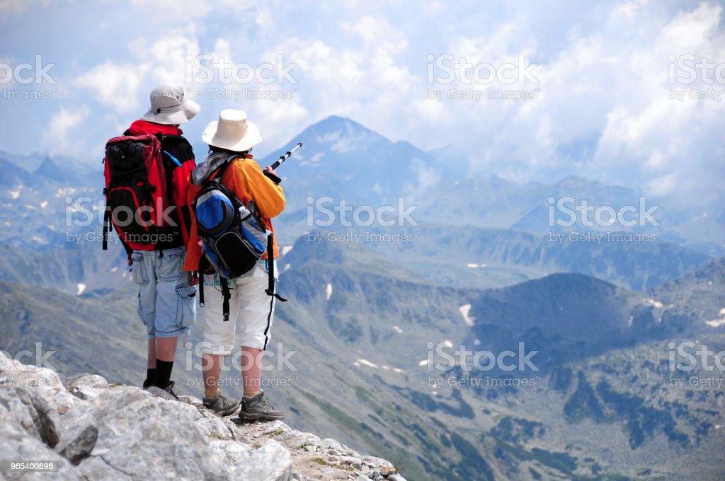 Man and woman enjoying high mountains zbiór zdjęć royalty-free