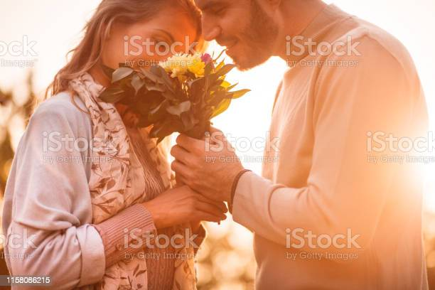 Man and woman enjoying scent of fresh flowers with their eyes closed picture id1158086215?b=1&k=6&m=1158086215&s=612x612&h=vjjsicyqnuhzrgm8cumzafykk44odnfqmidssuagfha=