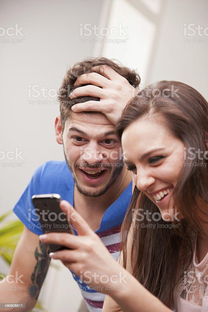 uomo di 24 anni che esce con una donna di 30 anni