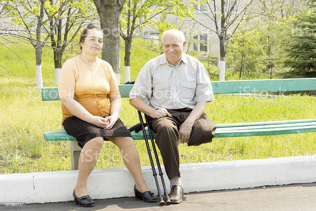 Mann und Frau im park – Foto