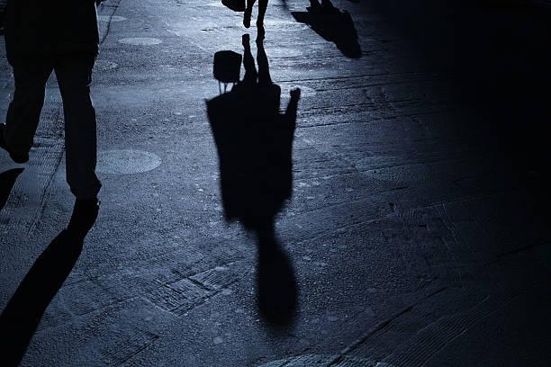 Mann und Frau im blauen Schatten Sie Nacht – Foto