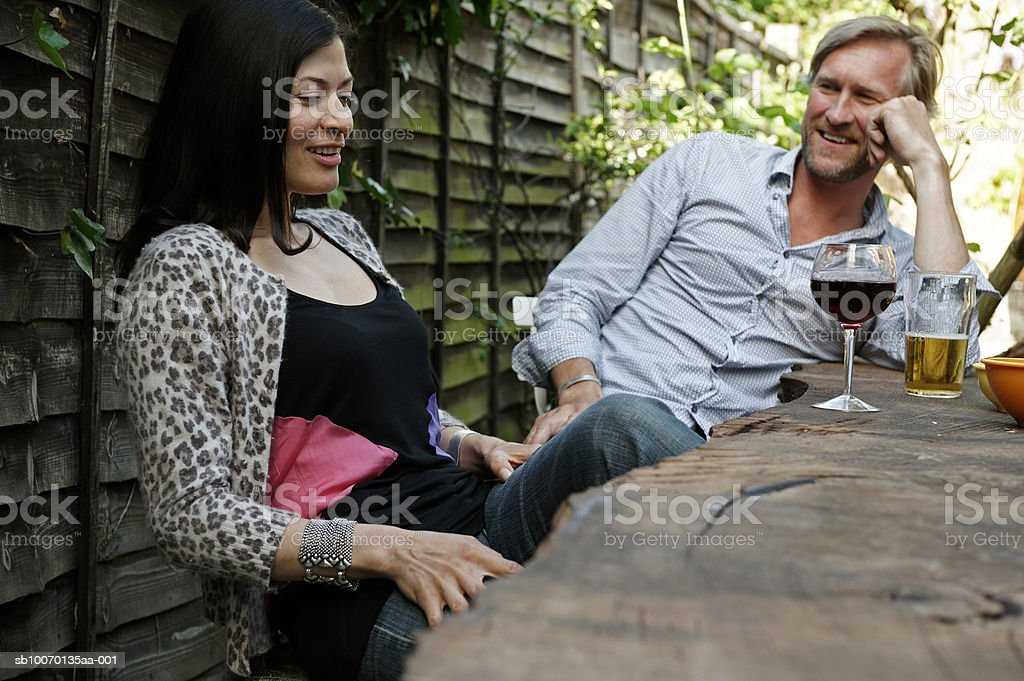 Man and woman sitting at outdoor table and talking 免版稅 stock photo