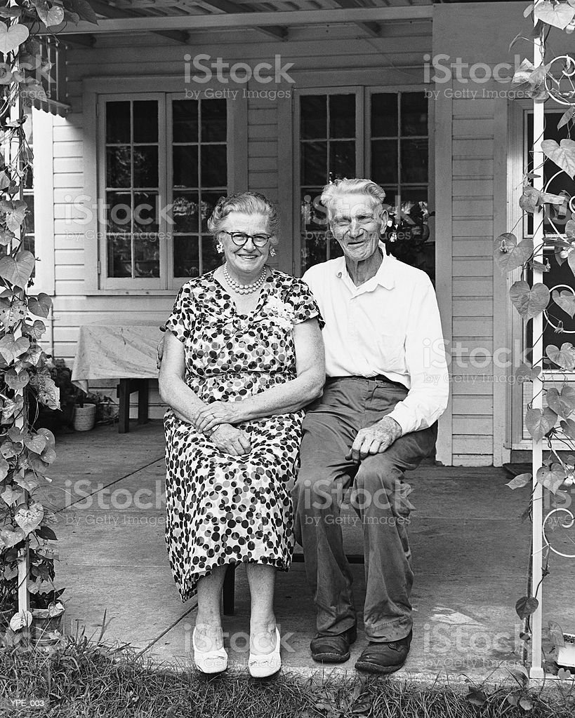 Man and woman sitting on porch royalty free stockfoto