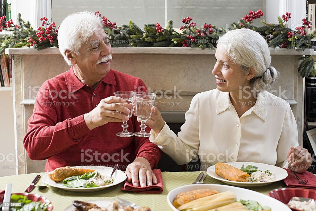 Um homem e mulher Tostar foto de stock royalty-free