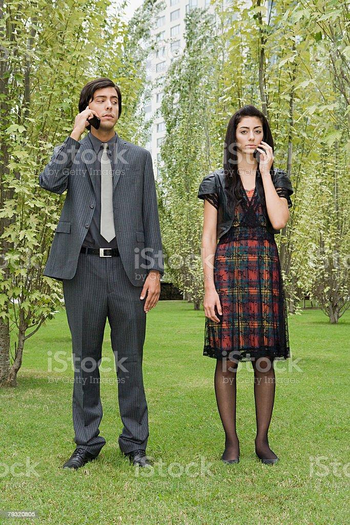 Man and woman using cellular telephones 免版稅 stock photo