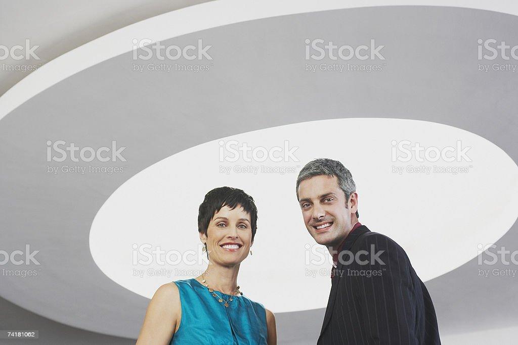 Homem e mulher com Iluminação de tecto foto de stock royalty-free