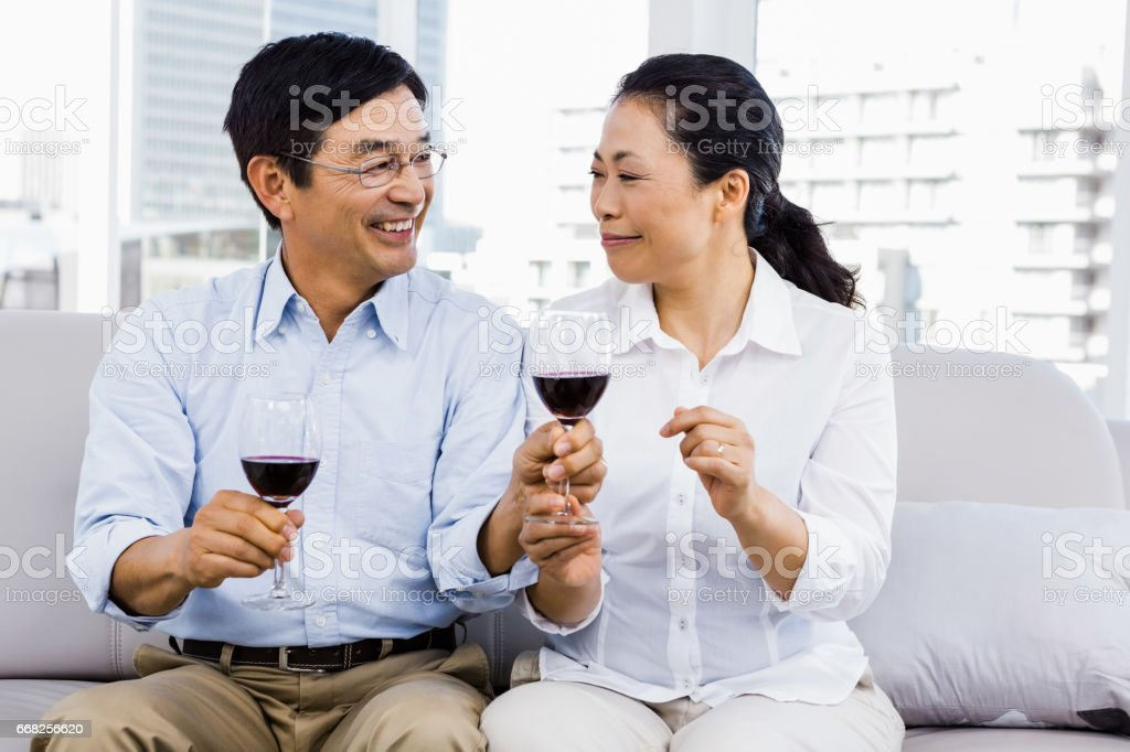 Man and woman with glasses of wine foto stock royalty-free