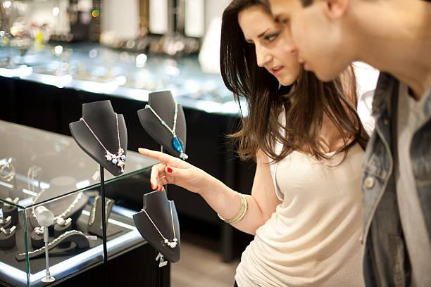 ich möchte, dass dieses! - diamanten kaufen stock-fotos und bilder