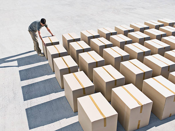 Man arranging boxes  samenwerking stock pictures, royalty-free photos & images