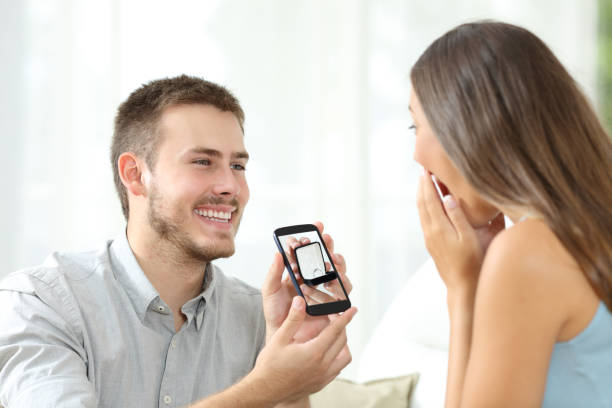 man asking marriage with a smart phone - diamanten kaufen stock-fotos und bilder