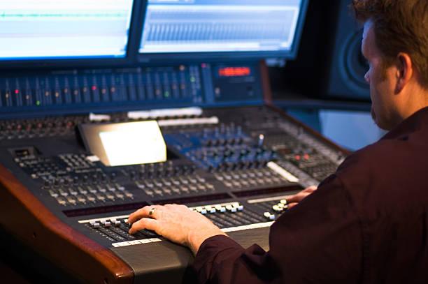 studio-kontrolle - postproduktion stock-fotos und bilder