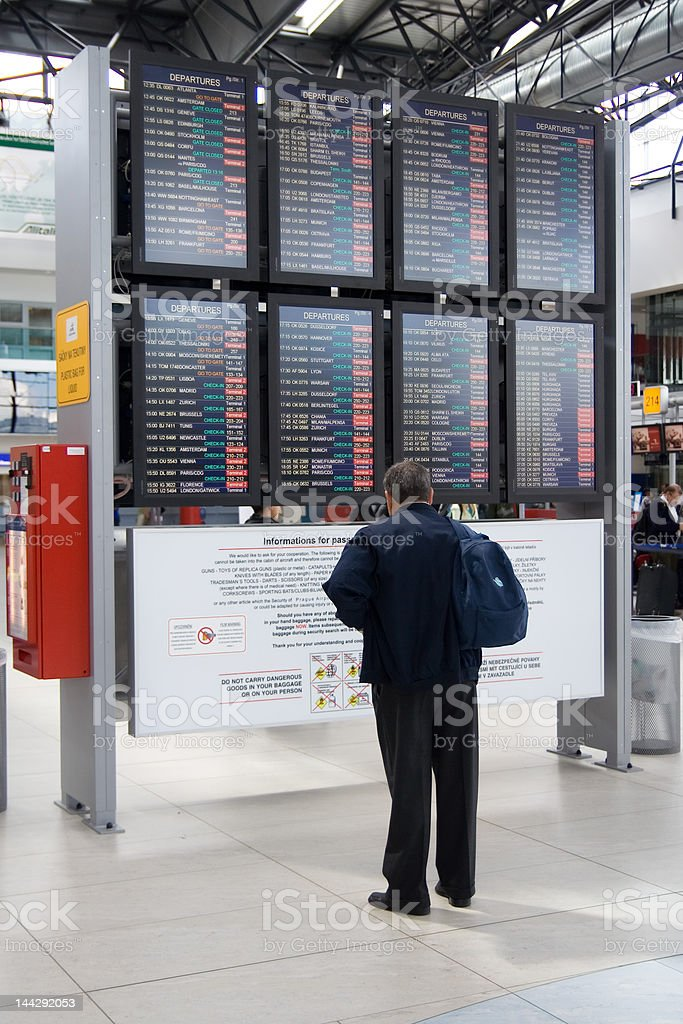 Homem no aeroporto - fotografia de stock