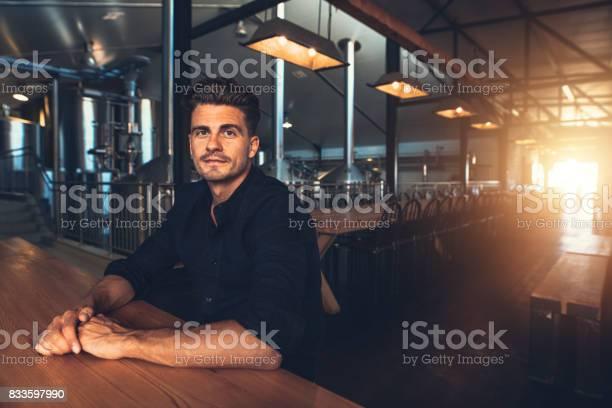 Man at beer tasting room picture id833597990?b=1&k=6&m=833597990&s=612x612&h=dwv4fmk1zv9xbqfuovrwvsnmlxovkxudb1d732t8qh4=