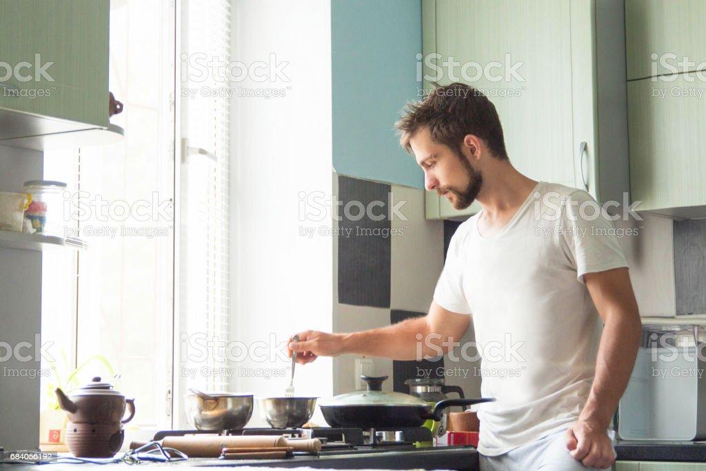 A man at home is cooking stok fotoğrafı