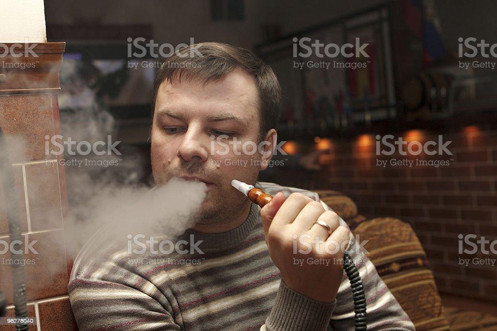 남자 at 물담배 하우스 royalty-free 스톡 사진