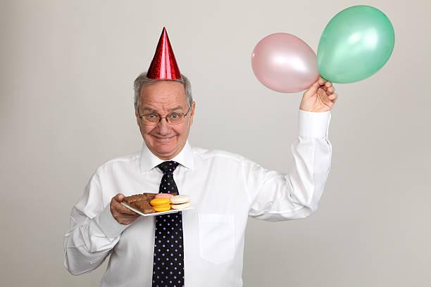 mann in party - super torte stock-fotos und bilder