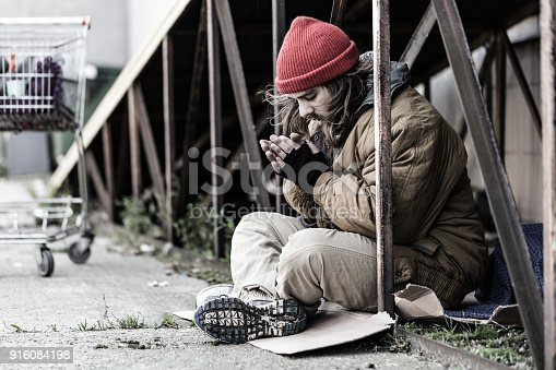 istock Man being cold 916084198