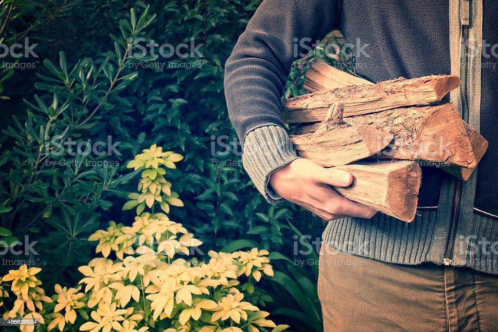 Mann mit Brennholz Protokolle, vintage-Prozess – Foto