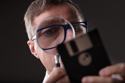 Man Checking Data With A Magnifier Foto de stock y más banco de imágenes de Accesibilidad