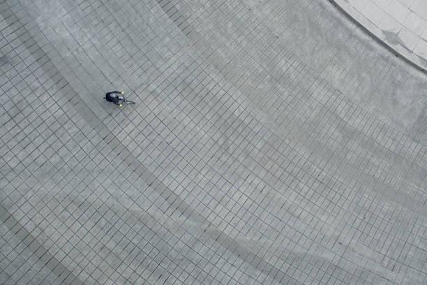 メキシコシティのサイクリングの男性 - 広場 ストックフォトと画像