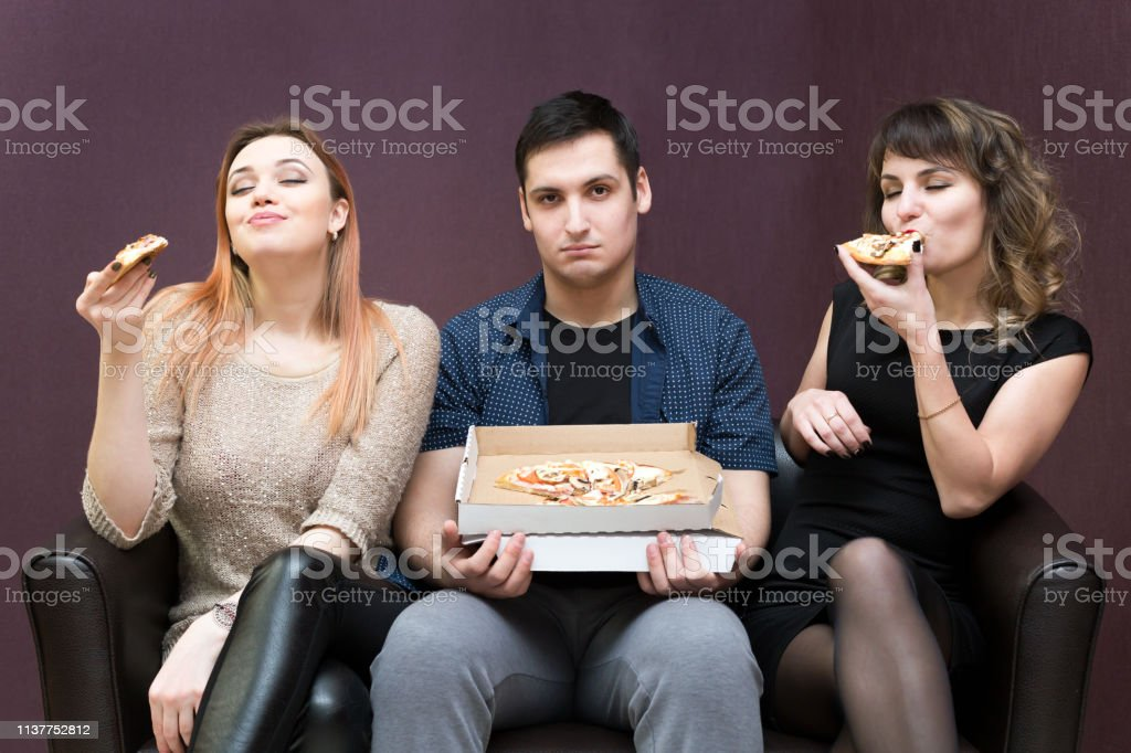 A man because of illness can not eat pizza jealous girls