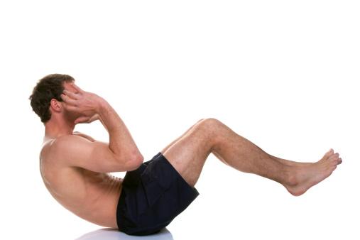 Un Hombre Haciendo Sit De Estómago Crunch Foto de stock y más banco de imágenes de Abdomen