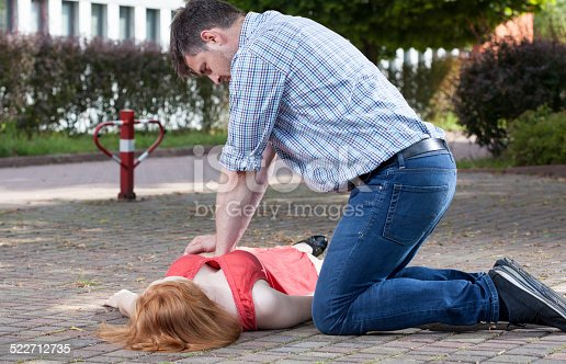istock Man doing first aid 522712735