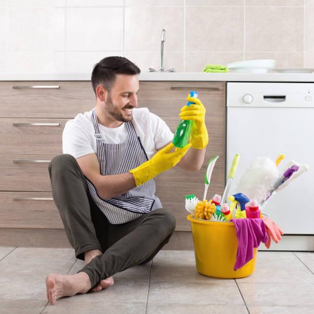 Mann, die Hausarbeit – Foto