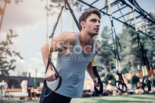 904150892 istock photo Man doing suspension training 904150558
